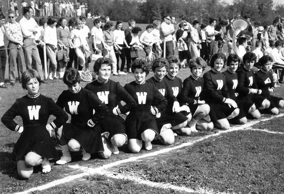 cheerleaders_bedford2.jpg